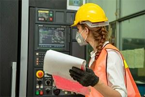 Sicurezza in fabbrica, dispositivi di protezione individuali ai dipendenti